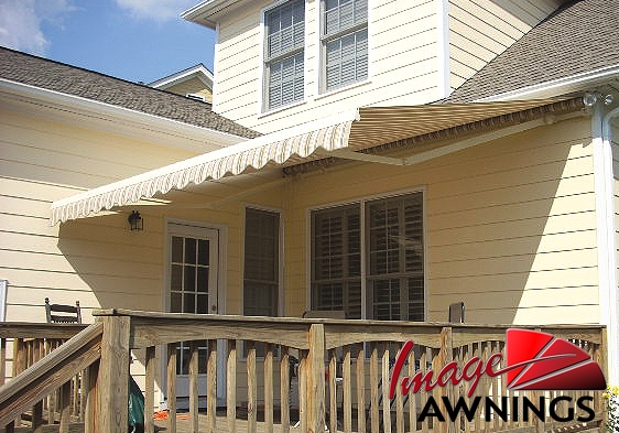 custom-motorized-and-retractable-awnings-image-014-by-image-awnings-nh.jpg