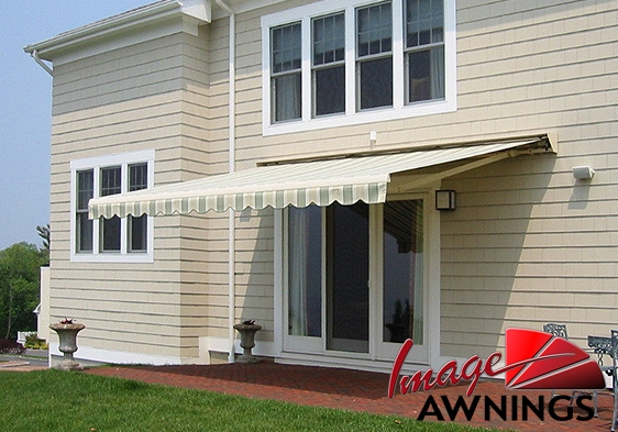 custom-motorized-and-retractable-awnings-image-016-by-image-awnings-nh.jpg